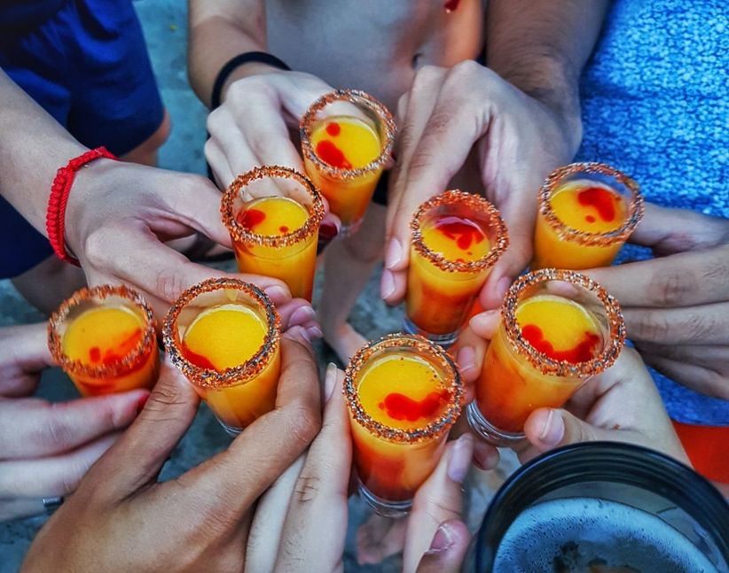 brindis en la boda con shots