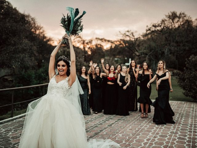 Las 16 fotos más divertidas al atrapar el ramo de novia