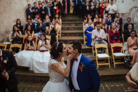 7 tips para el primer beso de casados: ¡que se besen!