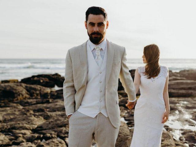 Look del novio para una boda en la playa: vístete de pies a cabeza