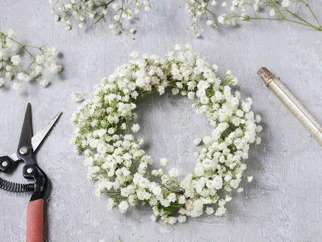 Cómo hacer una corona de flores en 7 pasos