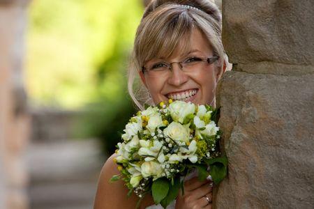 El maquillaje ideal para novias con lentes