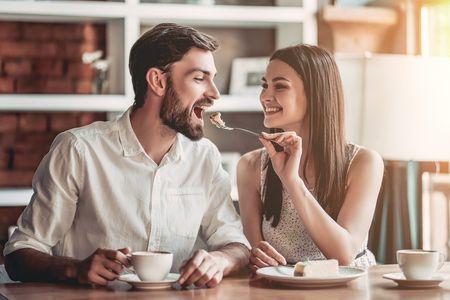 Cocinar en pareja: 6 consejos para hacerlo aún más divertido