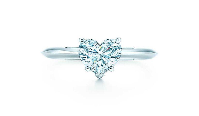 2be7f5d24119 ¿Estabas pensando en un anillo de compromiso Tiffany  La compañía  neoyorquina tiene en catálogo anillos de oro con un diamante de 0.25  quilates a partir de ...