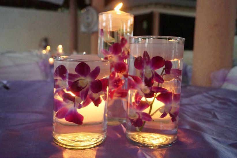 30 centros de mesa para boda sencillos y encantadores for Articulos decoracion baratos
