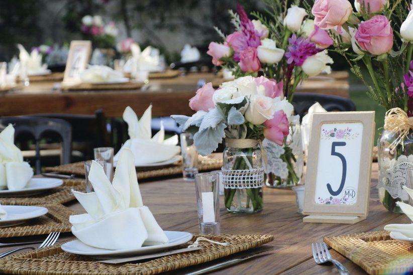 Centros de mesa ecol gicos para que te cases con el medio for Pedestales metalicos para mesas