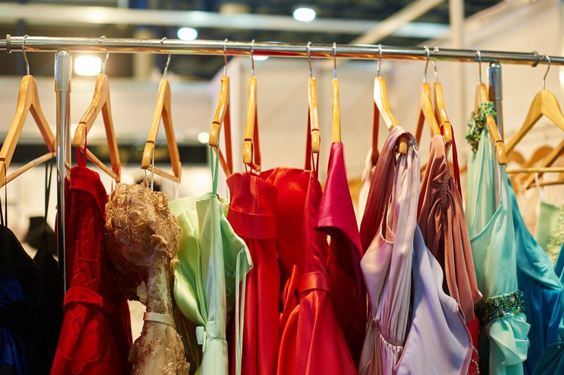 Rentar Un Vestido De Noche Conoce Las Cuatro Ventajas
