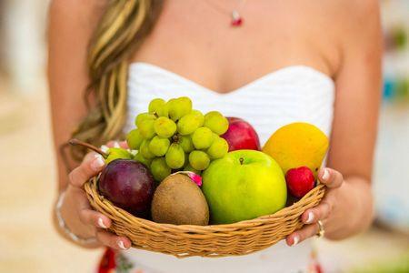 Centros de mesa para boda comestibles: ponles fruta fresca