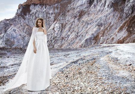 14 vestidos de novia con capa para un look muy vanguardista