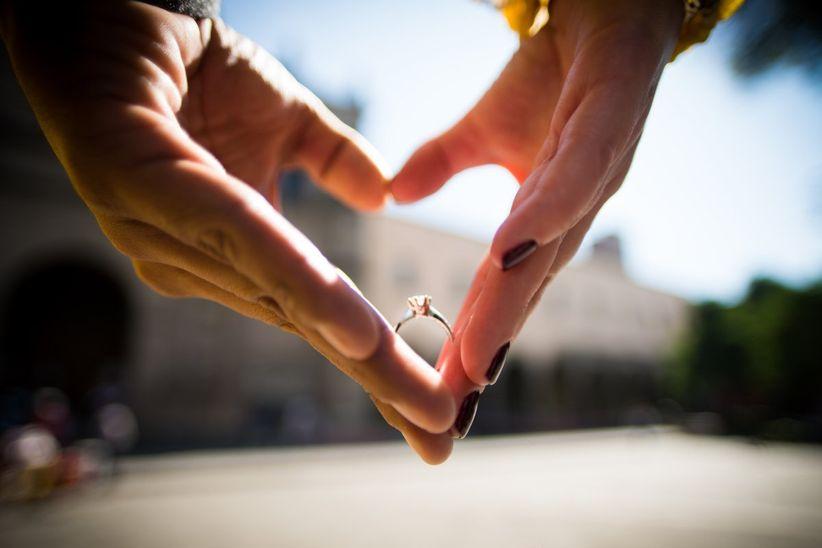 d4274f1c75e1 7 trucos para sacar una foto bonita al anillo de compromiso - bodas ...