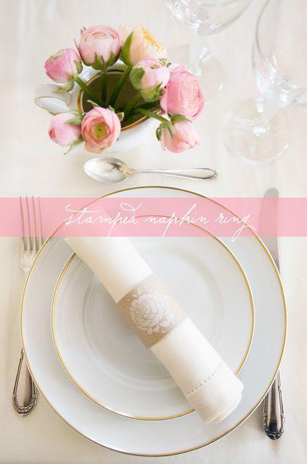 Anillo para servilletas de papel kraft y sello floral