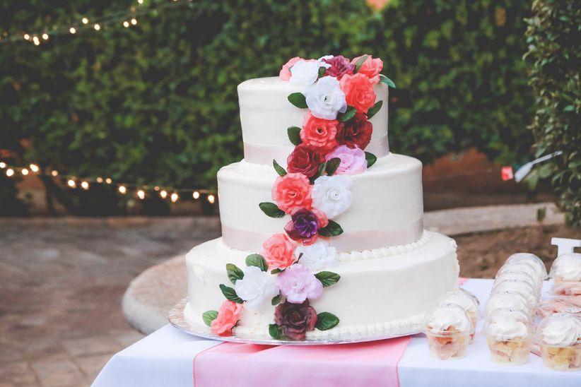 6 Tortas Cascada: Torta De Boda De Tres Niveles Cuadrada Decorada Con Flores