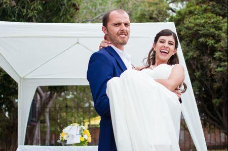 Tradición de cargar a la novia