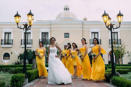 Consejos para que tus damas luzcan a juego con tu boda