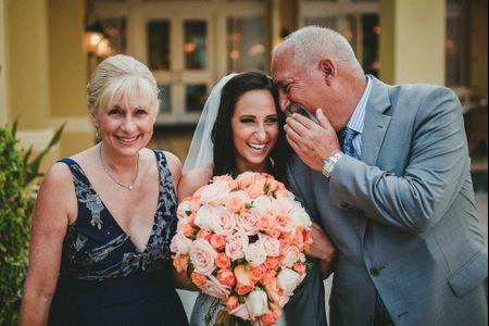 ¿Quién más puede entrar al altar con la novia, aparte del padre?