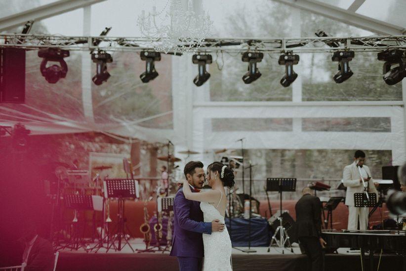 20 canciones imprescindibles para boda cl sicos de ayer y for Cama y mesa roberto carlos letra