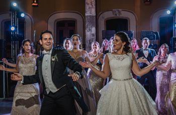 40 canciones retro para tu boda: ¡todos a bailar!