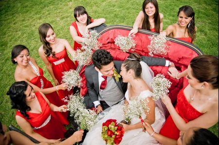 Increíbles ideas para las fotos de los novios en su coche de boda