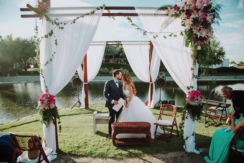 50 ideas para decorar un altar de boda al aire libre - bodas.mx
