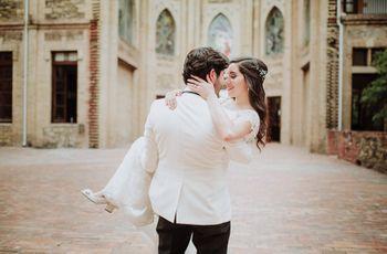 La tradición de cargar a la novia en brazos la noche de bodas