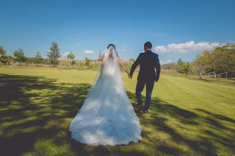 fdd5eba3c Escoge el largo de la cola de tu vestido de novia según tu cuerpo ...