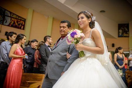 �De qu� lado entra la novia en la ceremonia?