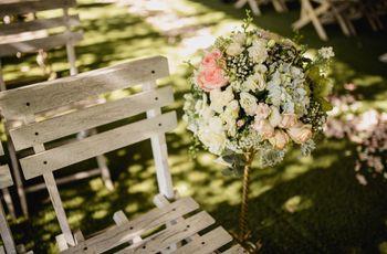 25 ideas para usar pomanders de flores en la boda