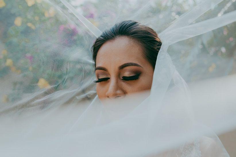 Sonar con vestido de novia sin velo