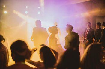 30 canciones de los 90 para prender la pista en la boda
