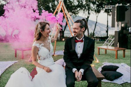 Humo de colores para la boda: una sesión de fotos en las nubes