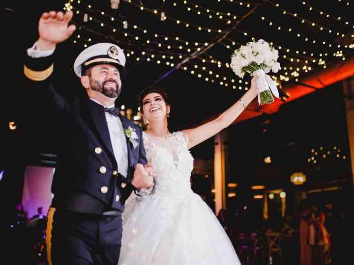 De la Escuela Náutica Mercante al altar: la boda de Hektor y Paloma