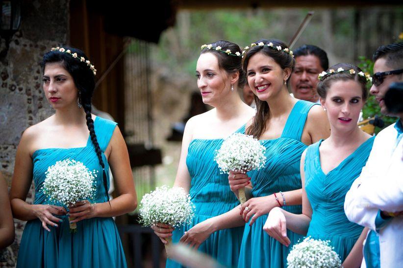 El largo del vestido. Para una boda al aire libre se pueden utilizar vestidos de diferentes largos, como por ejemplo los vestidos cortos de coctel,