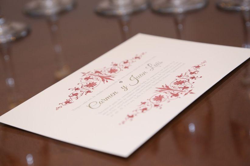 por telfono por lo menos un mes antes de la boda para tener el tiempo de confirmar a sus proveedores sobre la cantidad de platos recuerdos y bebidas