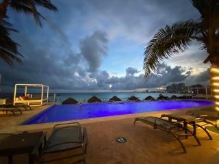 Krystal Grand Cancún 1