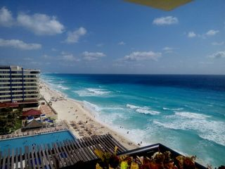 Crown Paradise Cancún 1