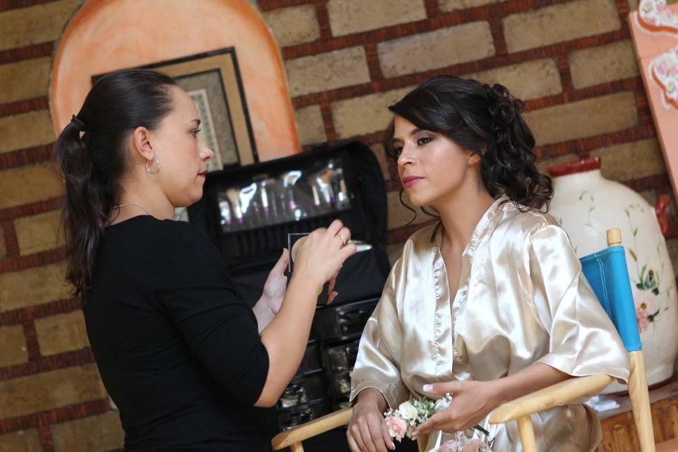 Isabel Lozano Makeup Studio 14