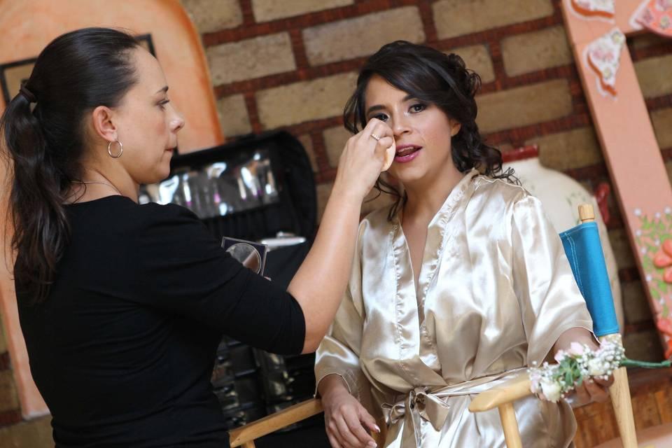 Isabel Lozano Makeup Studio 15