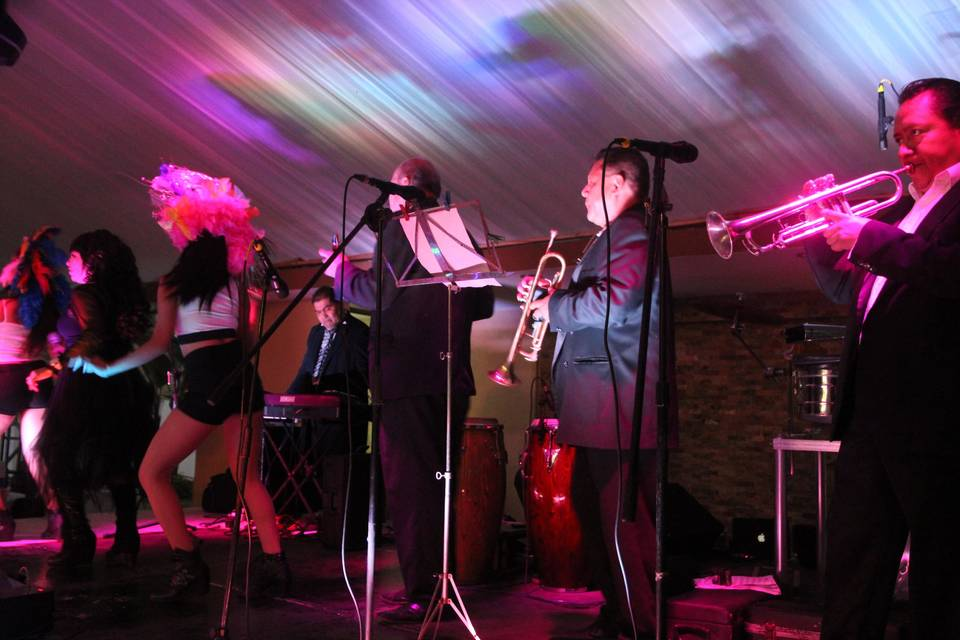 Mayrenne y su Grupo Musical 9