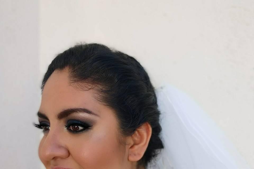 Isabel Lozano Makeup Studio 10