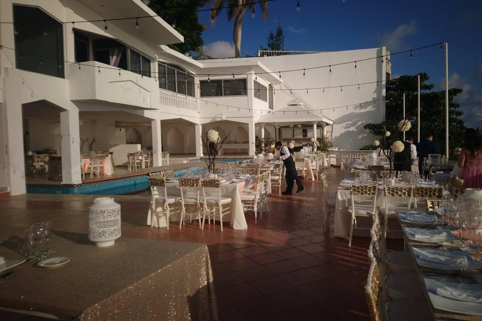 Aida's Banquetes 24