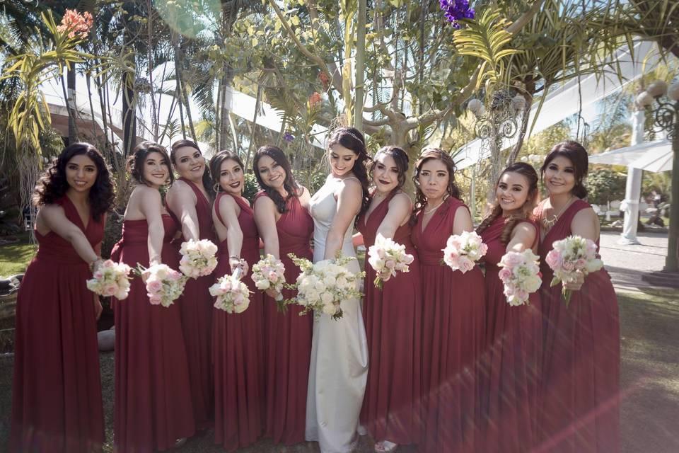 Vestidos Damas de Honor Modela Bella 13