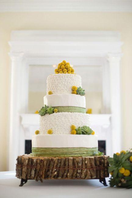 Pastel de bodas con toques amarillos 1