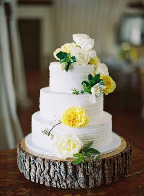 Pastel de bodas con toques amarillos 3