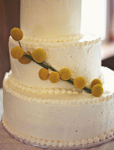 Pastel de bodas con toques amarillos 4