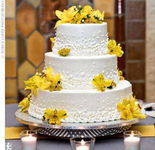 Pastel de bodas con toques amarillos 6