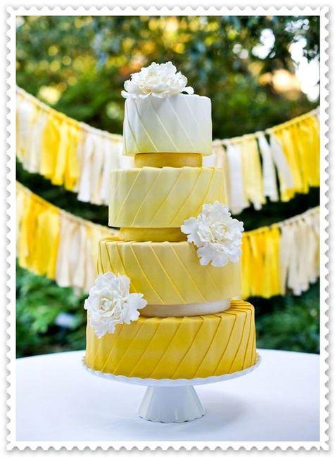 Pastel de bodas con toques amarillos 9
