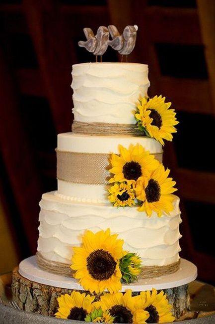 Pastel de bodas con toques amarillos 12