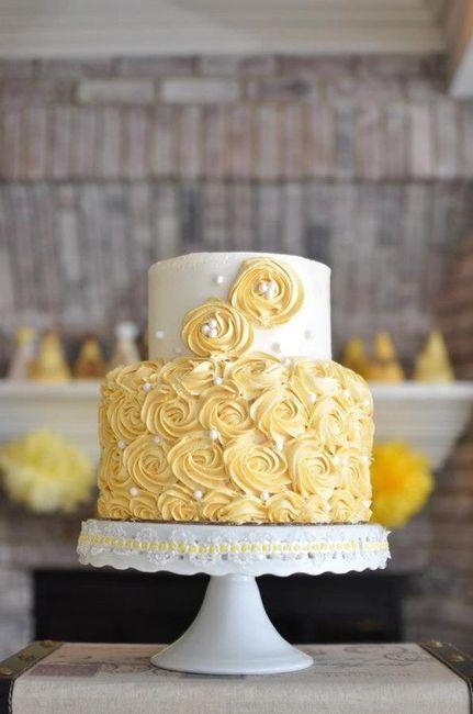Pastel de bodas con toques amarillos 22