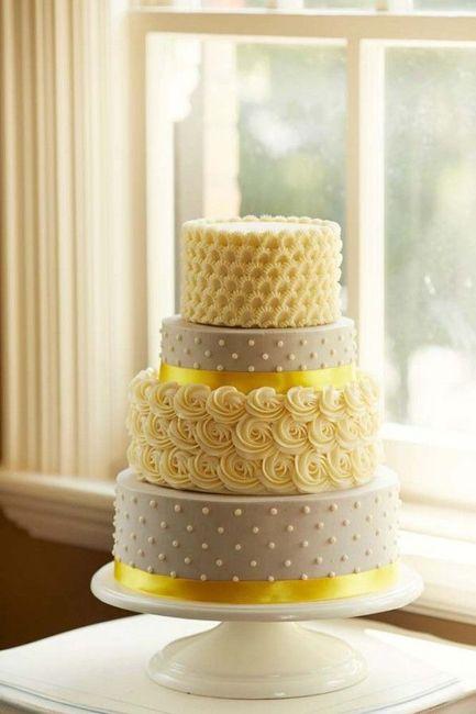 Pastel de bodas con toques amarillos 23