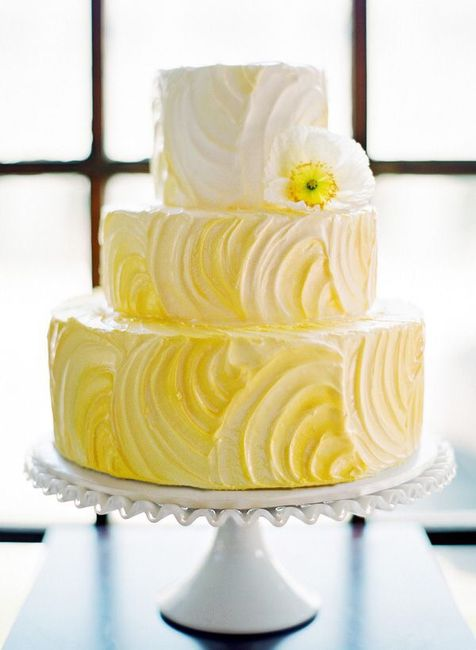 Pastel de bodas con toques amarillos 24